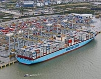Largest ship ever to enter the Thames docks at new port - time lapse video